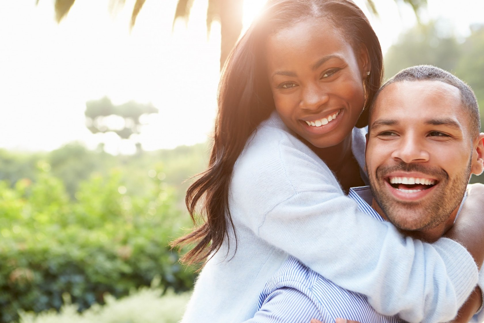 Authentic Couple Poses and Best Couples Photoshoot Ideas | Skylum Blog